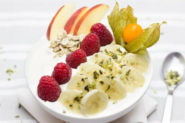 jogurt probiotyczny z owocami